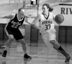 Tess Lueders (right) drives to the basket.