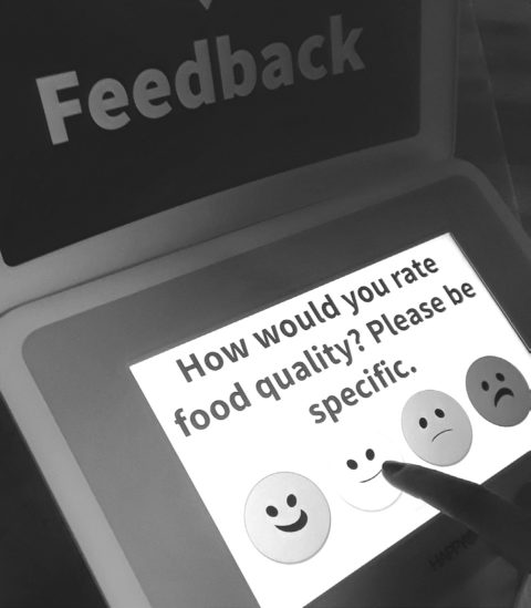 Student rates food quality with new survey system in Riverside Commons. (Kacey Joslin / Student Voice)